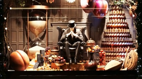 best-window-displays_selfridges_christmas_2012_love_johnnie-walker_01