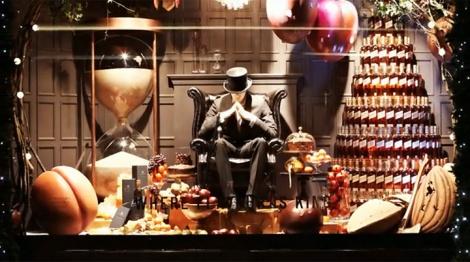 best-window-displays_selfridges_christmas_2012_love_johnnie-walker_01