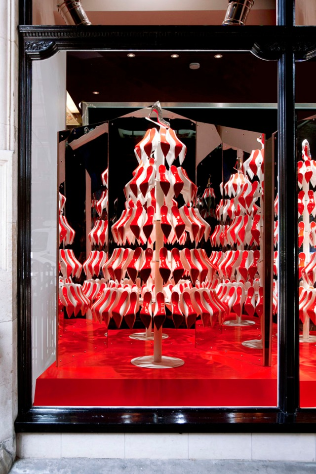 Christian-Louboutins-Christmas-tree-display-02